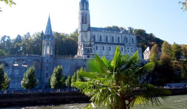 Notre Dame de Lourdes, intercédez pour nous…